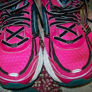 Gently worn brooks sneakers size 6.5